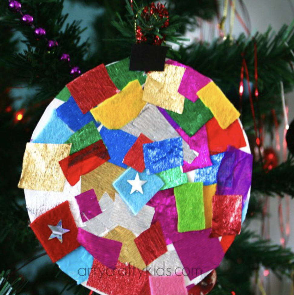 Paper Plate Baubles - Christmas crafts for toddlers | Cotswold Baby Co